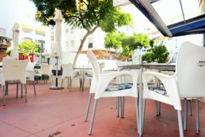 Cafe Bar til salg i Benalmadena Costa del Sol-Low rent